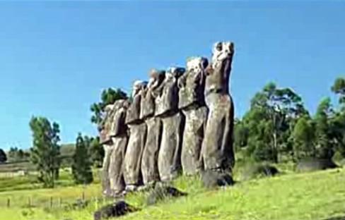 Os 7 Moais da Ilha de Pásco são estátuas dos 7 Titãs (anjos caídos)