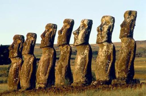 Estátuas de Moais na Ilha de Páscoa (1)